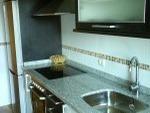 Casa para alquilar en ponferrada (Cocina luminosa con horno y vitrocerámica)