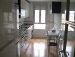 Piso de alquiler (Cocina muy luminosa y totalmente equipada: con Horno, lavadora, lavabajillas, microondas, frigorifico y nevera)